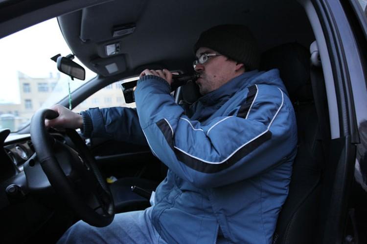 По мнению властей, новый свод ужесточенных правил заставит водителей не нарушать ПДД. Так, езда в пьяном виде карается штрафом от 17,5 до 55 тыс. сомов.