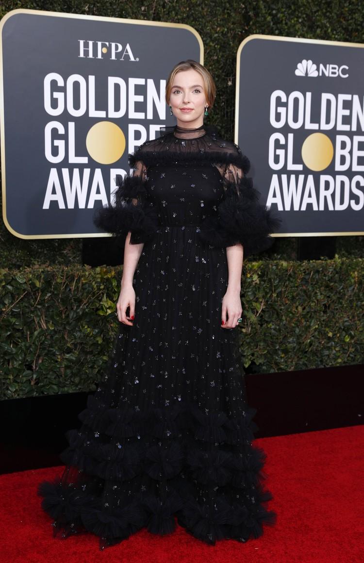 Джоди Комер на ковровой дорожке была похожа на готическую елочку