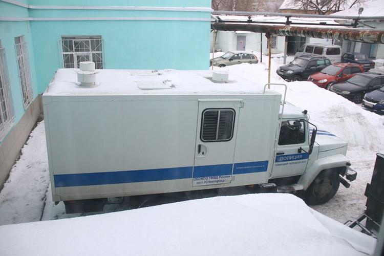 Дополнительным «бонусом» является соседство с отделением судебно-медицинской экспертизы, набитым полицейскими.