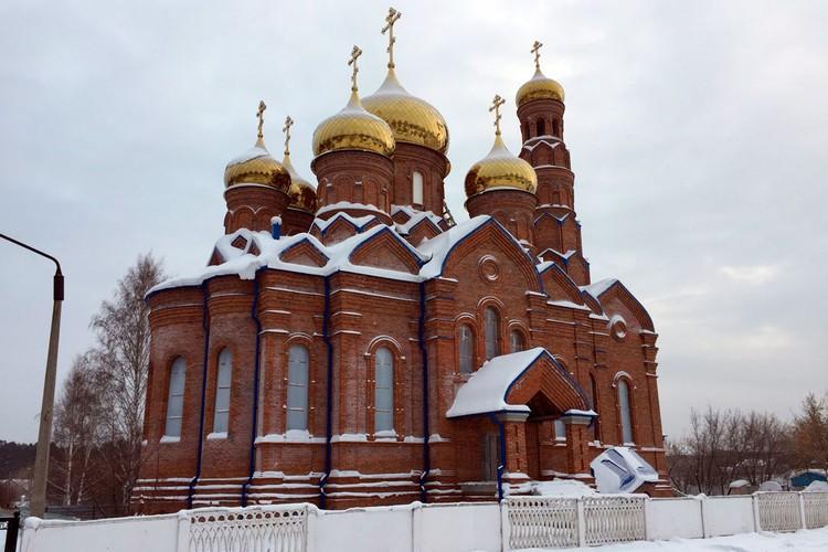 Строящийся храм Архангела Михаила в Барнауле