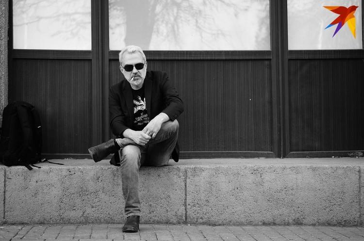 Альгерд Бахаревич говорит, что сознательно выбрал относительную бедность в обмен на свободу, нонконформизм. Фото: Юля ТИМОФЕЕВА