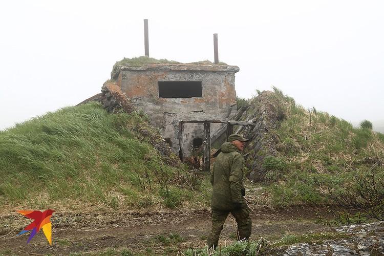 Остатки японский укреплений на острове Матуа.