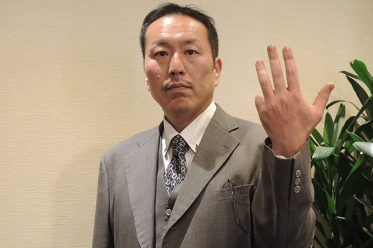 Господин Кавахара, который отрезал себе палец и отослал по почте президенту Южной Кореи в знак протеста, что Сеул после окончания Второй мировой захватил крошечный остров Такэсиму, который принадлежал Японии.