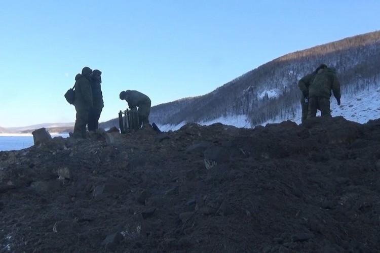 В Хабаровском крае военные пробили первую протоку в оползне на Бурее