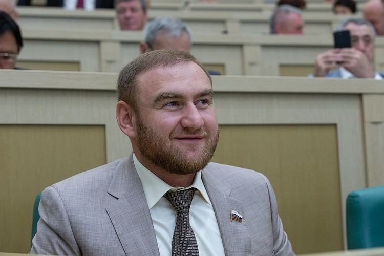 Сенатора Арашукова задержали по подозрению в заказных убийствах и других тяжких преступлениях 30 января. Фото: пресс-служба Совфеда РФ