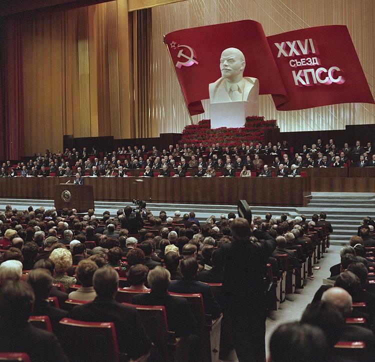 Коммунисты 70 лет находились у власти, делали со страной и народом все, что хотели, но в итоге СССР развалился, как трухлявый, гнилой пень