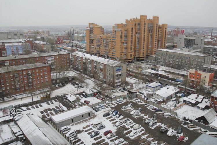 Иркутские новостройки рядом со старыми домами.