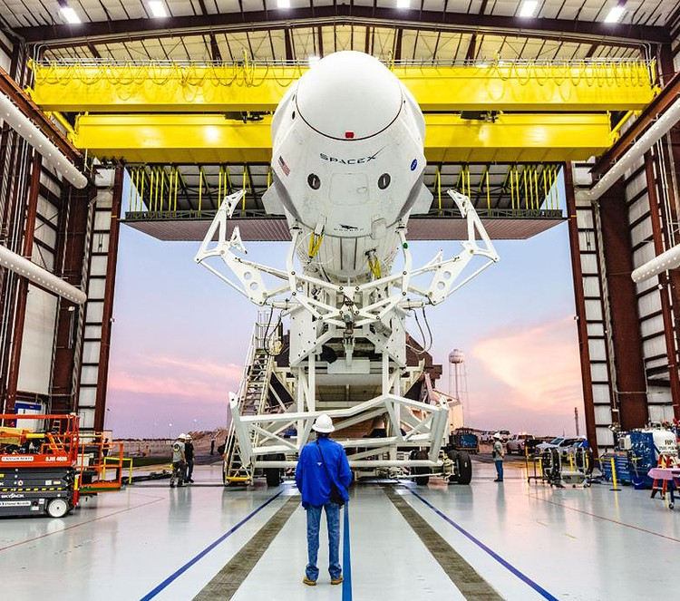 Первый пробный полет пилотируемого Dragon (пока без экипажа) запланирован на март 2019 года.