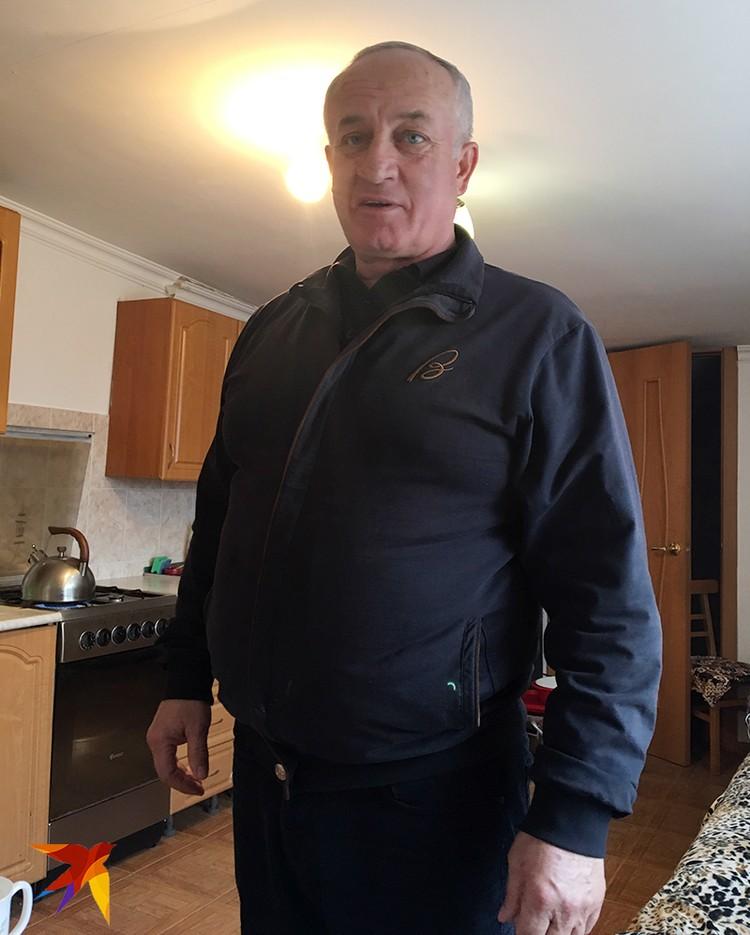 Киллеры застрелили кандидата на пост премьер-министра КЧР Фраля Шебзухова на глазах родного брата Мурата. Мужчине при этом врезали битой