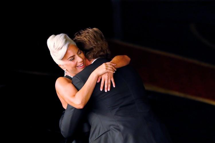 """Брэдли Купер Леди Гага обнимались весь вечер не только на """"Оскаре"""", но и на пост-оскаровской вечеринке."""