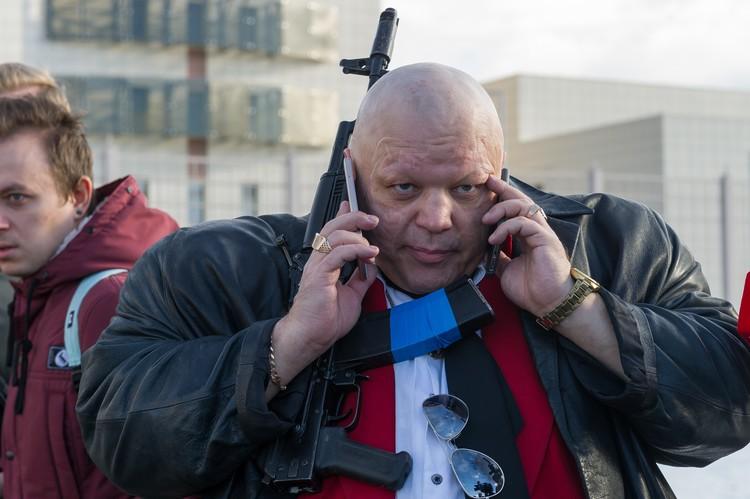 Бедному Барецкому приходилось отвечать сразу по двум телефонам.