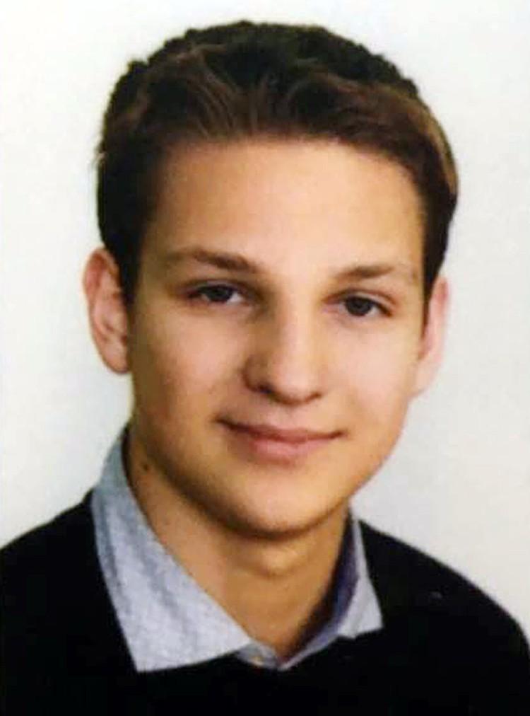 16-летний московский школьник Богдан Рудик спас жизнь пассажиру, которому стало плохо во время рейса Сочи - Москва