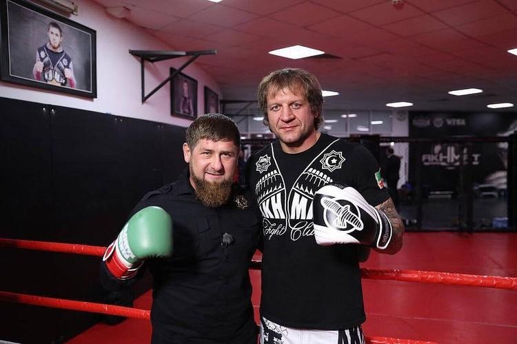 Пока Емельяненко был бойцом «Ахмата» и дружил с Кадыровым, вёл себя сдержанно и прилично