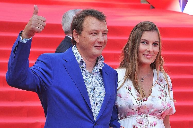 Марат Башаров с Елизаветой Шевырковой на церемонии открытия 38-го Московского международного кинофестиваля, 2016 год.