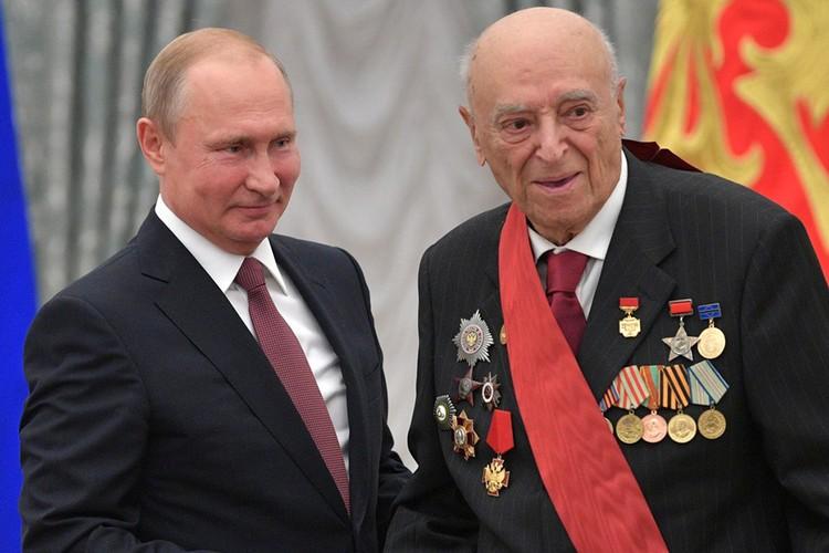 Президент России и Владимир Этуш на приеме в Кремле, 2018 год.