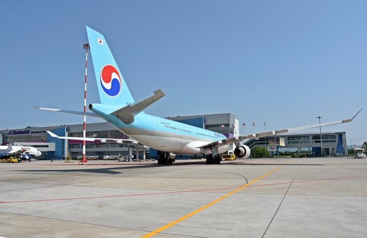 Корейский перевозчик летает во Владивосток и обратно в Сеул как на «Боингах», так и на «Аэробусах» (на фото - лайнер A-330-200).