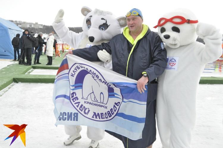 Официальные талисманы Чемпионата - белек, он же детеныш тюленя, и белый медвежонок.