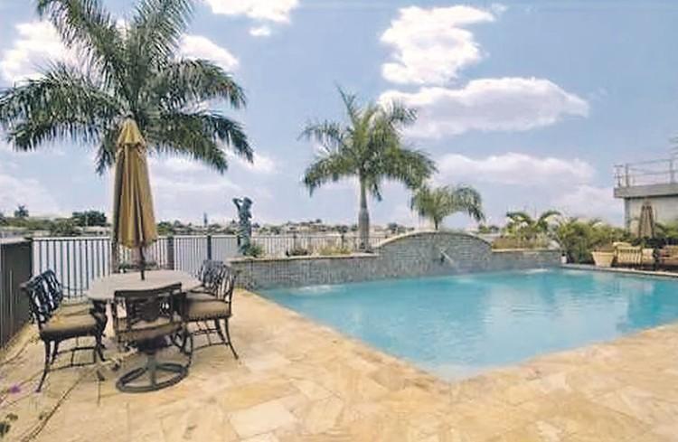 Новая вилла Леонтьева стоит $5 млн: в доме шесть спален, бассейн, тренажерный зал. Фото: realtor.com