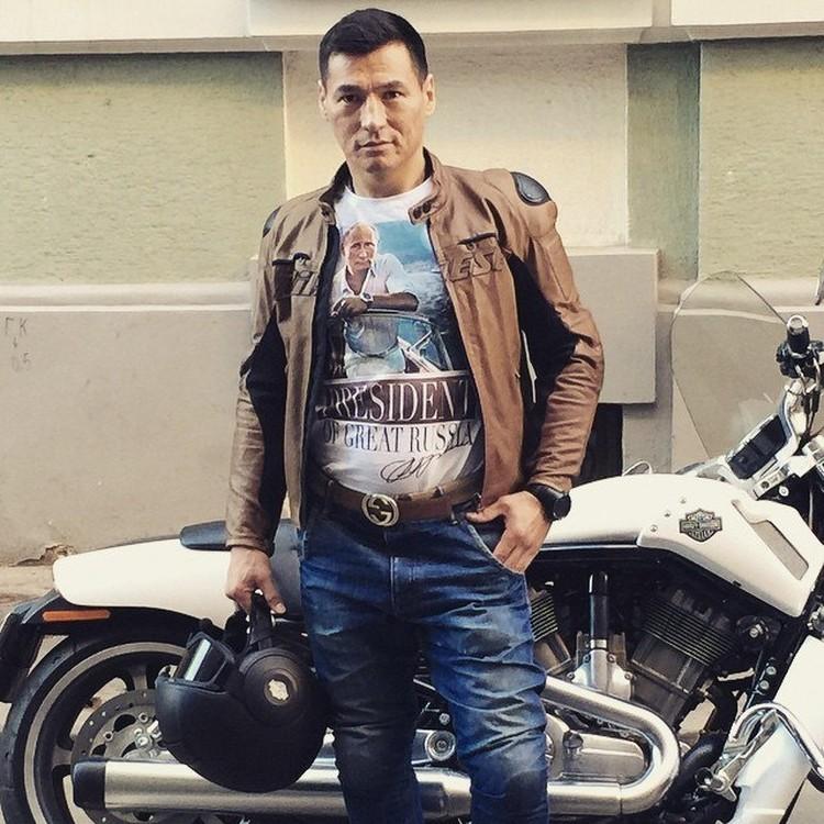 Новый глава Калмыкии любит большие внедорожники и мотоциклы. Фото: ВК, личная страница.