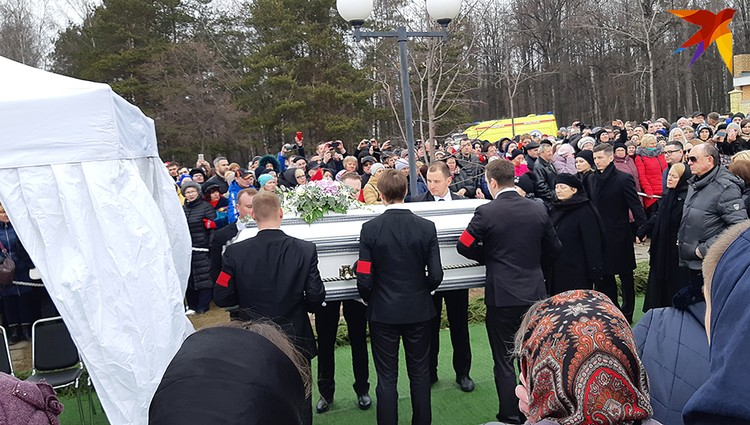 Юля Началова нашла свой последний приют на Троекуровском кладбище