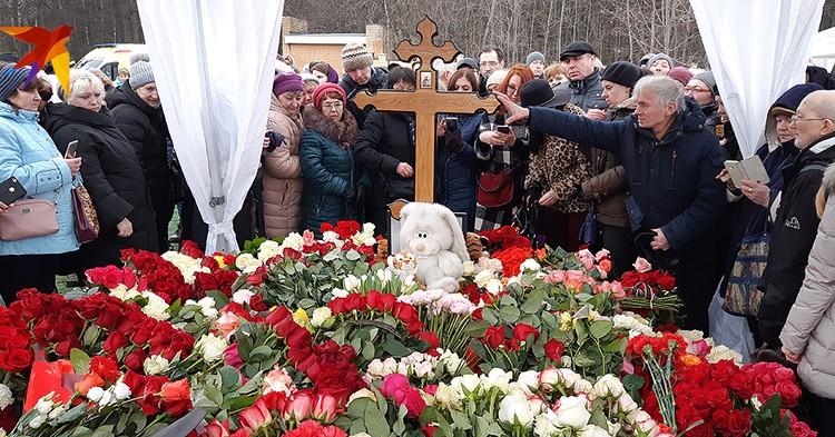 Место на Троекуровском кладбище стоило 1,3 млн рублей, но для Началовой его дали бесплатно