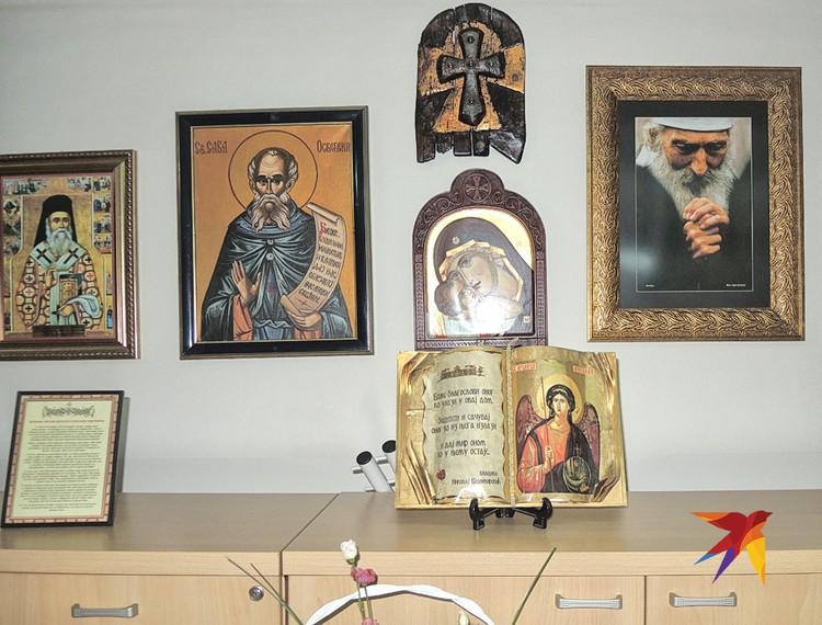 В сербских больницах повсюду иконы.