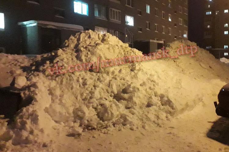 Горы снега из мурманских дворов будут вывозить под чутким рукоовдством главы региона. Фото: Мурманск ДТП ЧП