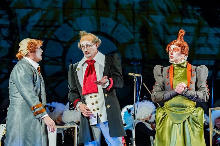 В «многонаселенной» опере-клоунаде «Смерть чиновника» по рассказам Чехова артисты хора играют все главные роли. Фото: Надежда Пелымская.