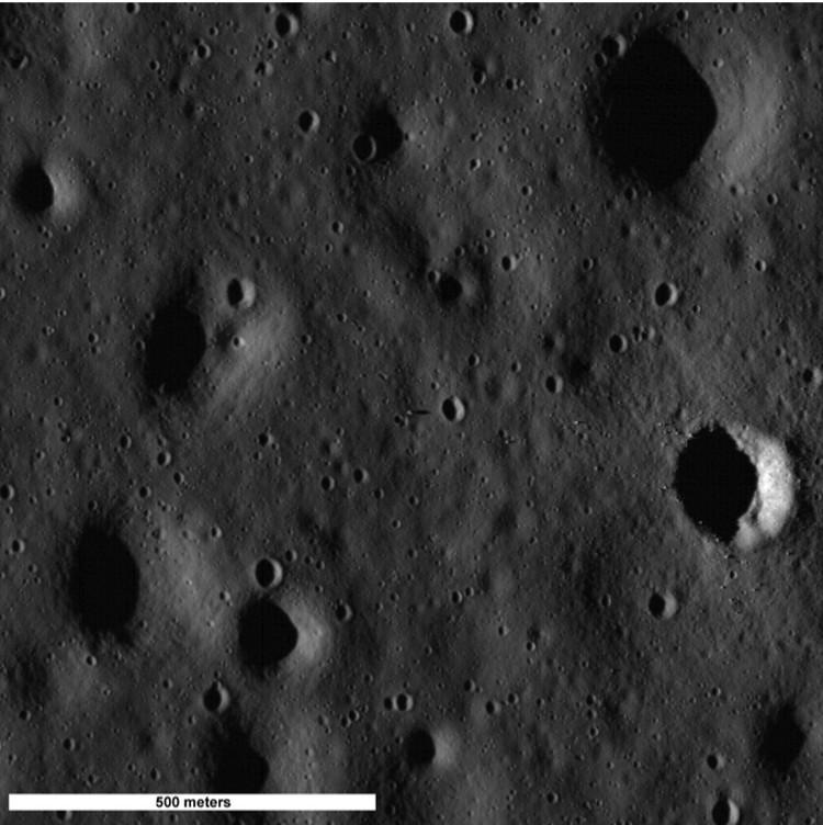 Место посадки Аполлона-11 американцы фотографируют уже много лет с разных высот. И с разным успехом.