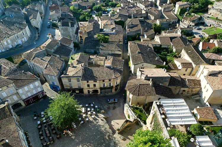 Городу Бордо, центру французского региона Аквитания, две с половиной тысячи лет