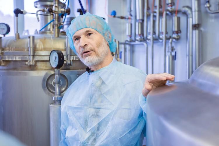 Генеральный директор компании «Био-Веста» Владислав Ильин на производстве.