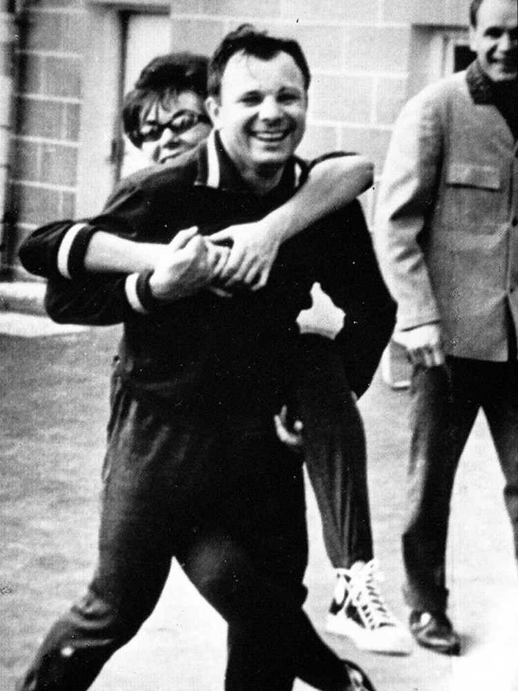 Эдита Пьеха несколько раз виделась с Юрием Гагариным Фото: архив Эдиты Пьехи