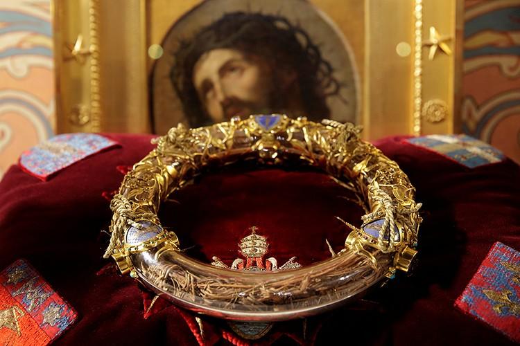 Терновый венец был куплен в 1239 году у латинского императора Балдуина II французским королем Людовиком Святым