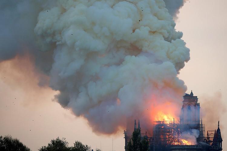 Пожар в главном храме Франции вспыхнул вечером 15 апреля после окончания рабочего дня.