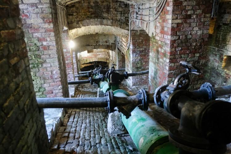 Каждый день специалисты совершают обход тоннелей.
