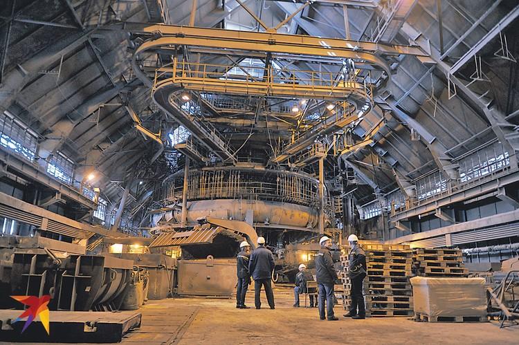 По мнению украинской пропаганды, Донецкий металлургический завод ополченцы «сдали на металлолом» еще в 2014 году. На заводе про это не знали. Потому продолжали и продолжают плавку чугуна.