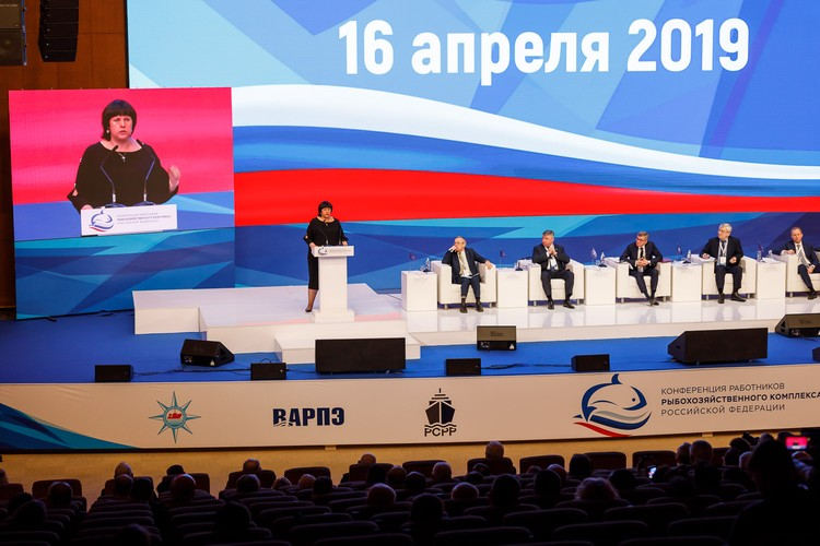 Сенатор Совета Федерации Елена Афанасьева призвала рыбаков больше рассказывать о себе через СМИ. Автор фото: ВАРПЭ.