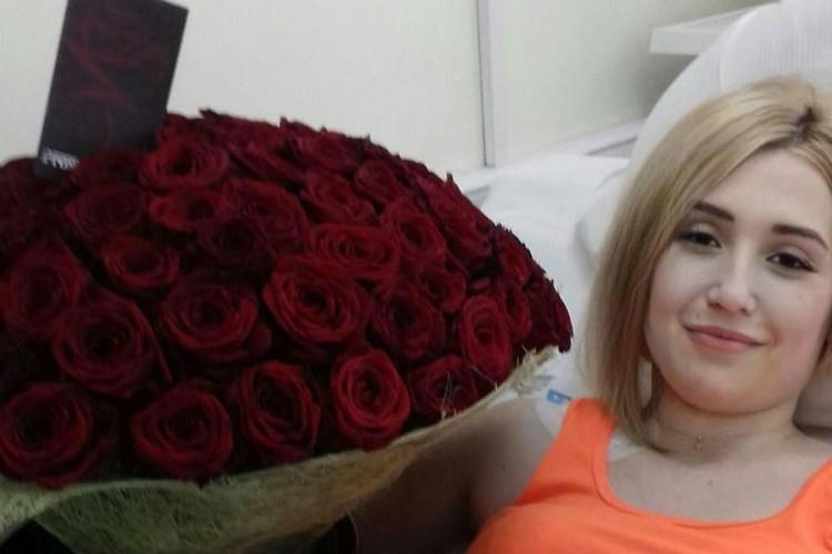 Целый год Владимир отправлял Юле подарки. На фото букет из 101 розы. Фото: личный архив Юлии Шмуль.