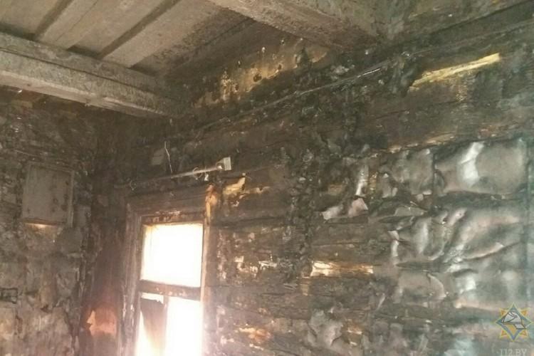 Пожар случился из-за неосторожности во время курения. Фото: МЧС.