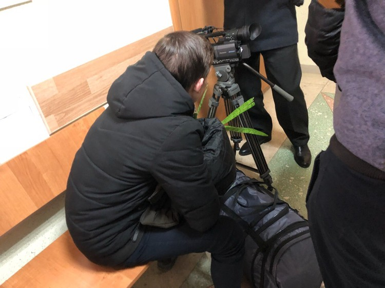 Родители принесли в зал суда сумки с вещами своих детей