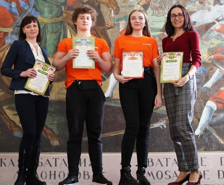 Педагоги и победители конференции. Фото: пресс-служба ЕВРАЗ