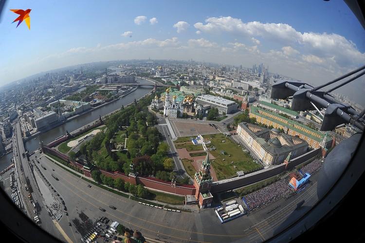 Воздушный парад над Красной площадью – одна из самых красивых и запоминающихся частей Парада Победы