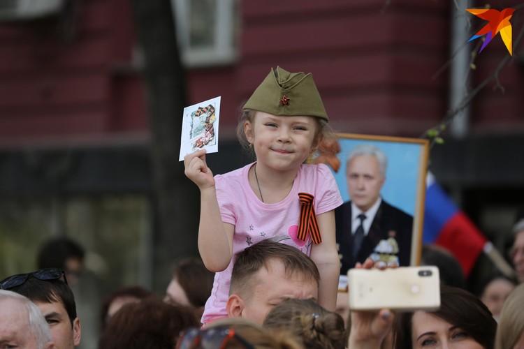 По данным организаторов, в этом году в колонны Бессмертного полка по всей области встали около 300 тысяч человек.