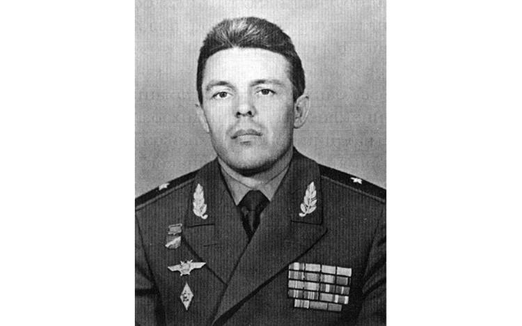 Александр Николаевич Евдокимов - генерал-майор авиации, заслуженный военный летчик СССР