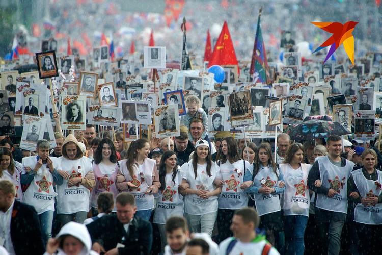 Участников акции памяти не испугал даже весенний ливень в Екатеринбурге