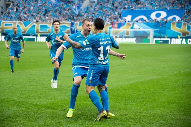 «Зенит» победой над принципиальным соперником отметил выигрыш чемпионата России и получил Кубок на вечное хранение.