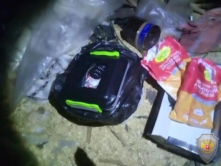 Обнаруженные у террористов взрывные устройства.
