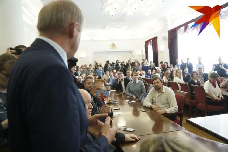 Обсудить «СКВЕРный конфликт» к главе города в четверг пришло немало верующих.