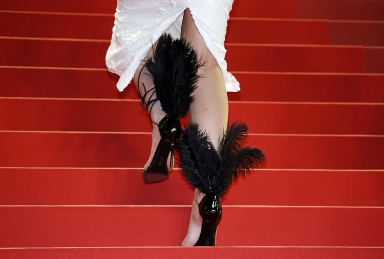 Туфли с перьями.