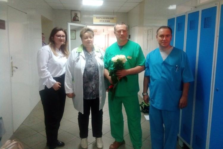 Алина Иванова с врачами Гусевской центральной районной больницы.